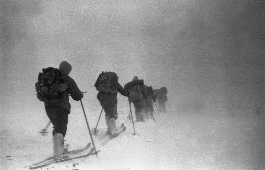 O grupo de Dyatlov em 1 de fevereiro a caminho de Kholat Syakhl