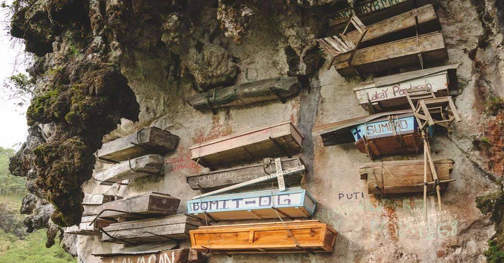O Cemitério dos Caixões Suspensos
